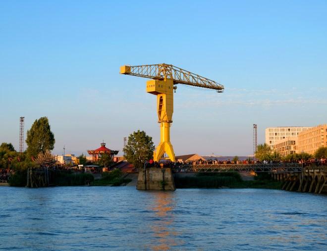 La grue jaune Titan à Nantes