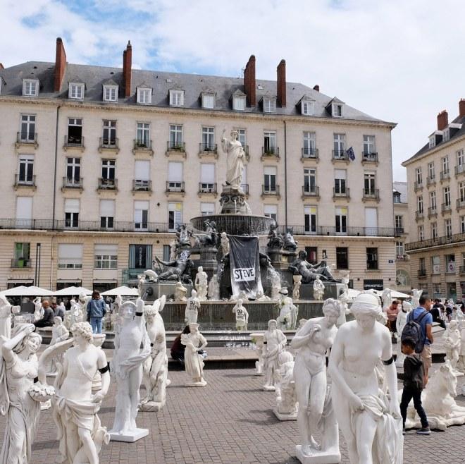 Musée des copies, une oeuvre du Voyage à Nantes 2019 située place Royale