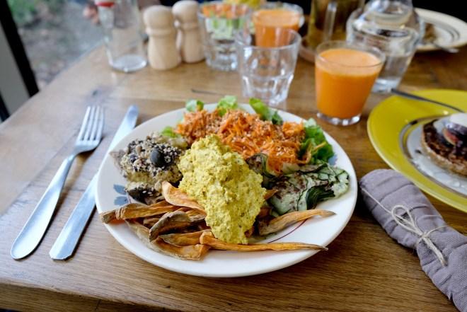 Assiette vegan et naturo chez Ora à Nantes