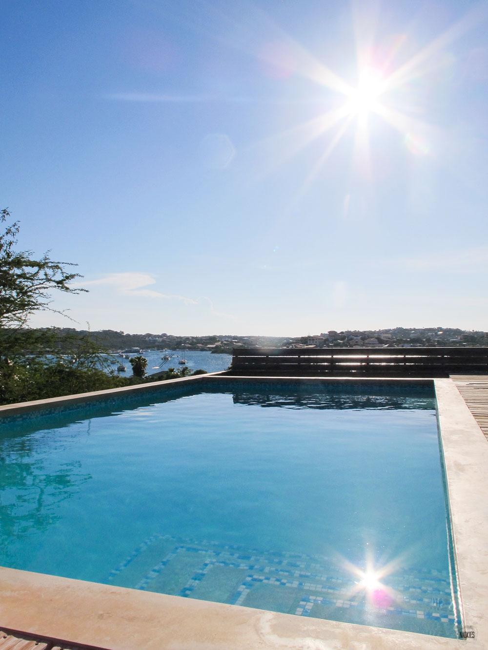 zwembad in Brakkeput Ariba uitzicht Spaanse Water