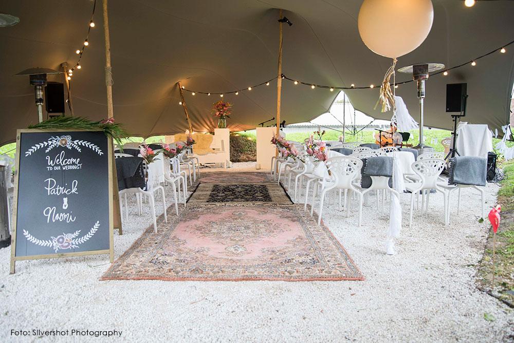 bruiloft-ceremonie-styling-trouwlocatie-krijtbord-silvershot