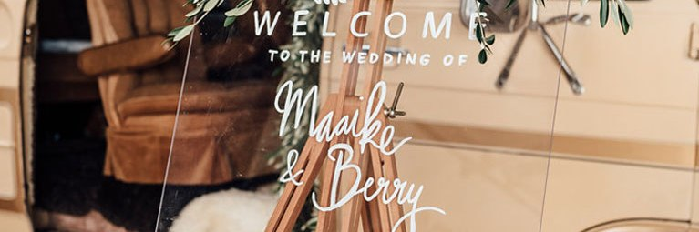 Customised Welcome bord bruiloft shoot handlettering tekst Studio Naokies