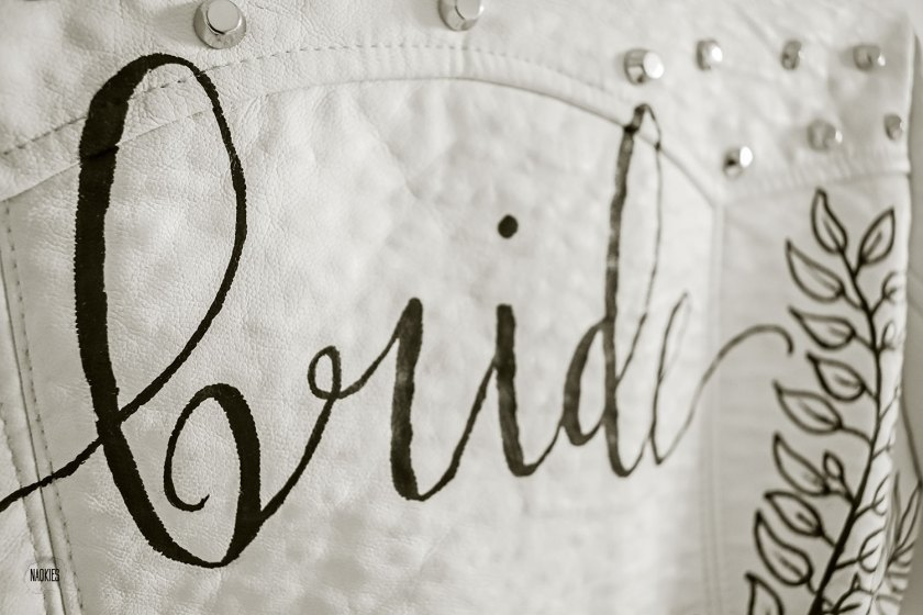 Customised leren jasje 'Bride' wit closeup handlettering studio Naokies