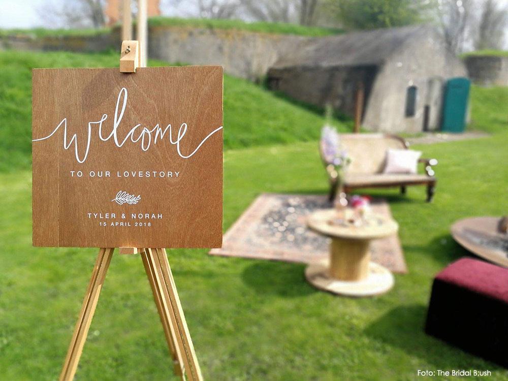 Gepersonaliseerd welcome bord hout bruiloft studio Naokies handlettering