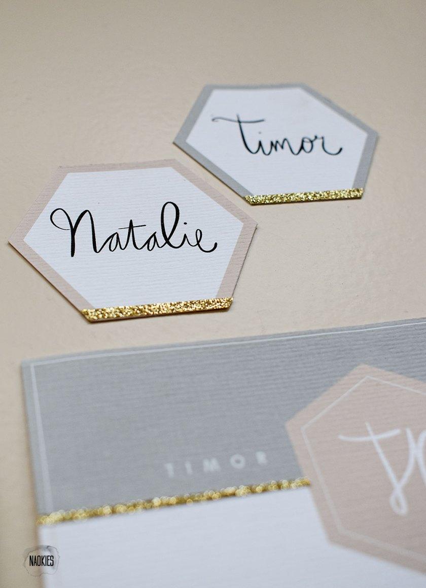 """Bruiloft stationery met """"A Touch Of Gold"""" closeup naamkaartjes handlettering Studio Naokies"""