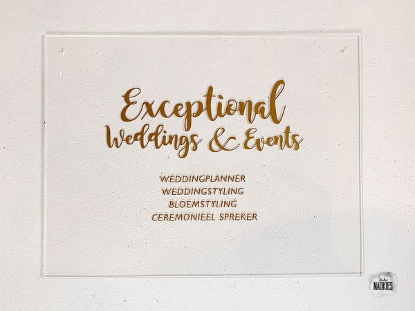 Plexiglas logobord Exceptional Weddings Studio Naokies