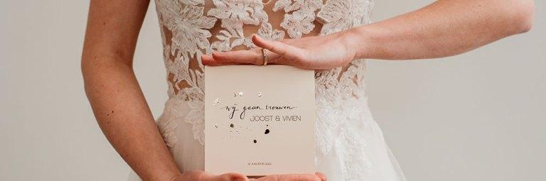 intiem trouwen tijdens corona trouwkaart Studio Naokies
