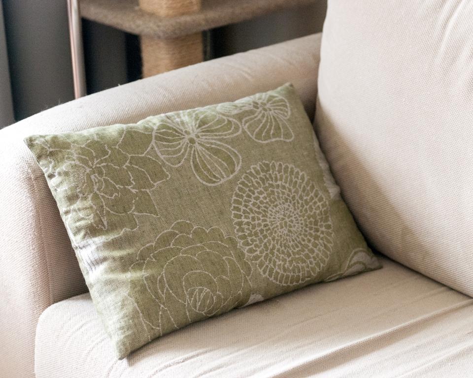 lniana poduszka w kwiaty