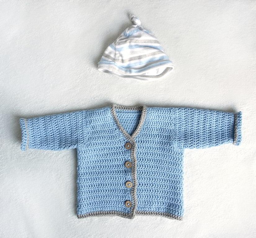 sweterek na szydełku dla niemowlaka