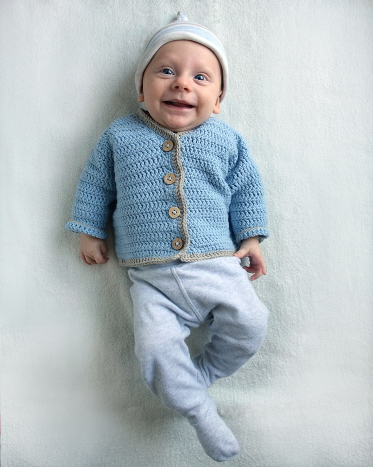 szydełkowy sweterek dla niemowlaka