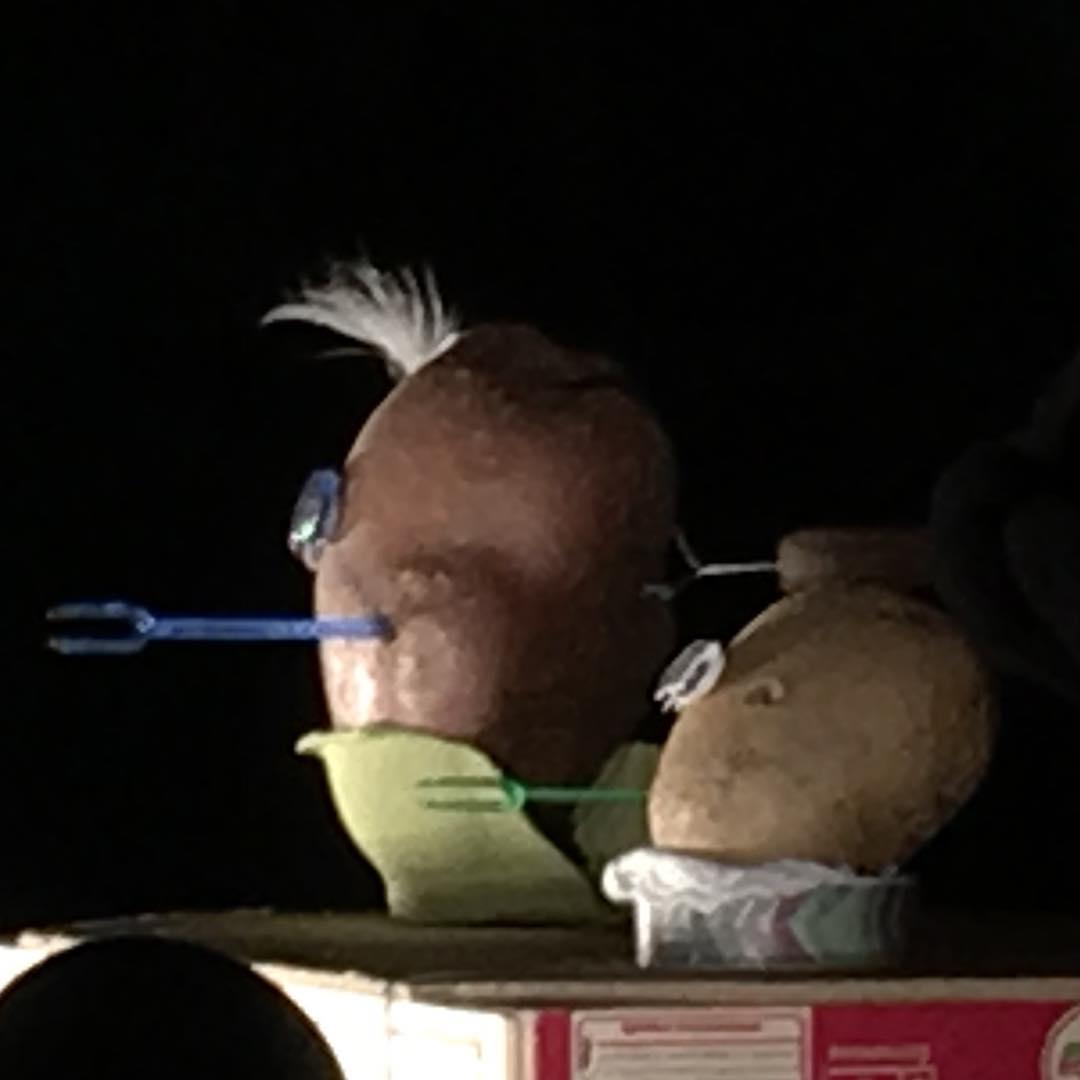 Merci beaucoup aux 50 coucous qui se sont posés à Morges hier pour voir «La poésie de la patate». Notre prochain rendez-vous est fixé au 7 décembre avec LE BUS, une lecture musicale de Mélanie Richoz. Plus d'informations et réservations sur le lien dans la bio