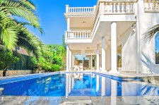 Top home features include pools