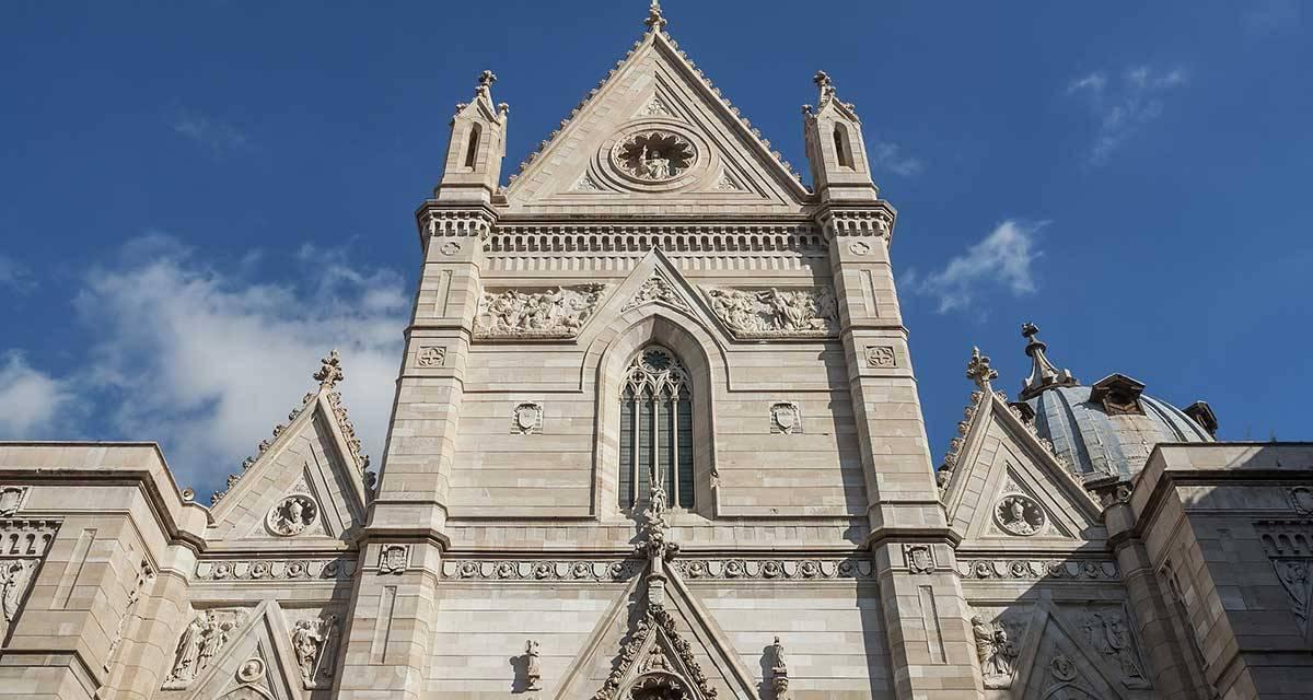 Passeggiata Con Vista Sui Tetti Del Duomo Di Napoli