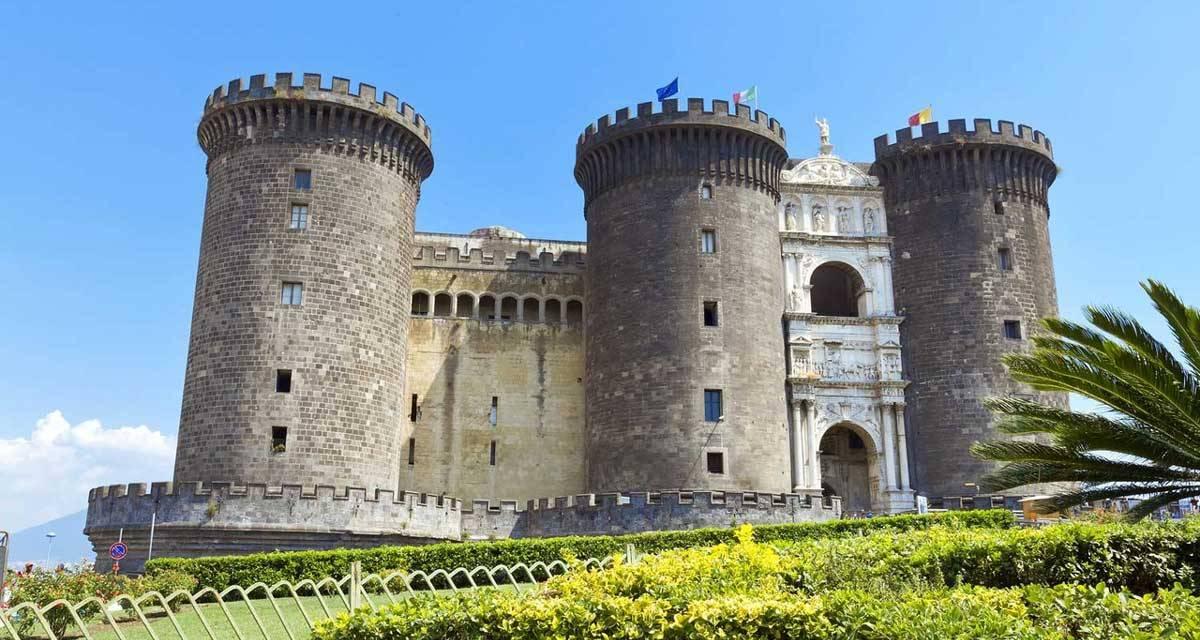 Il Castel Nuovo ( Maschio Angioino ), Napoli