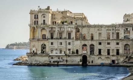Palazzo Donn'Anna tra la terra e il mare di Posillipo