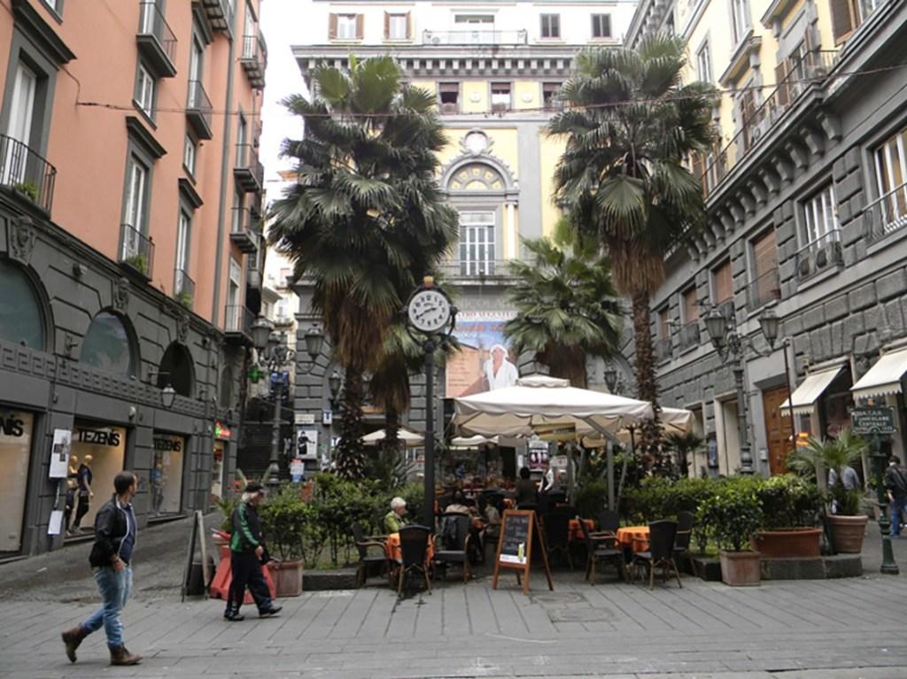 I teatri di Napoli - l' Augusteo