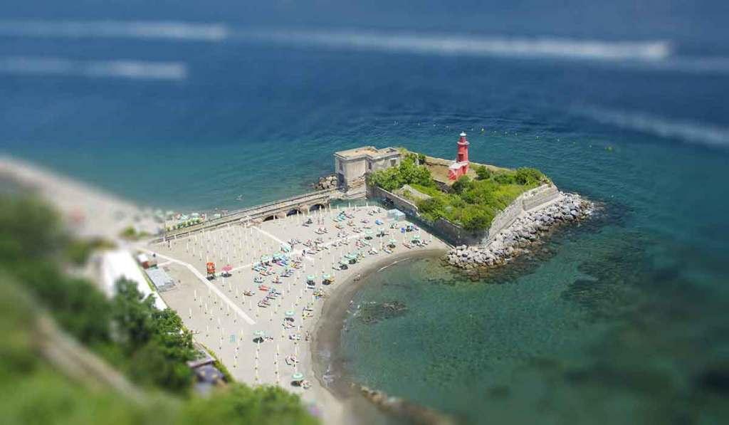 Spiagge di Napoli: Castello di Baia