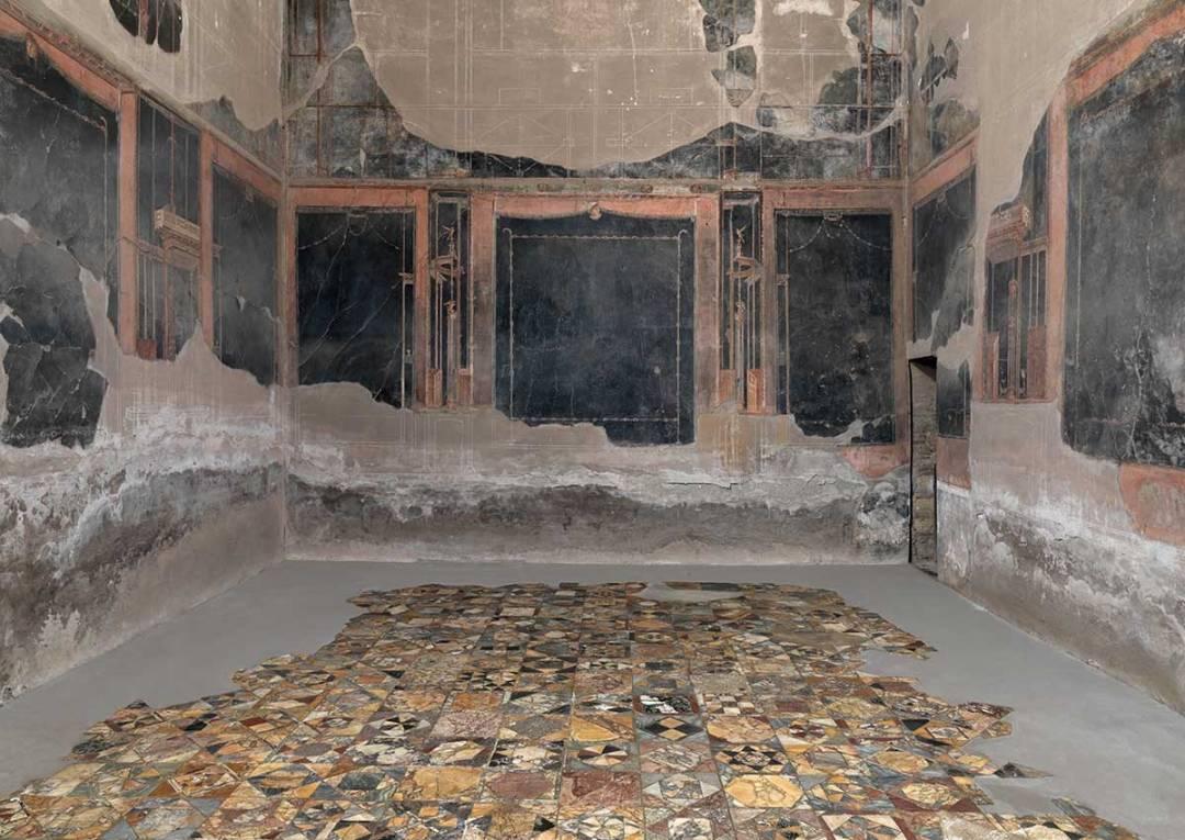 Scavi di ercolano riapertura di tre domus e le terme for Antica finestra a tre aperture