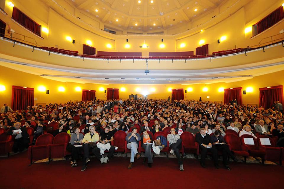 Teatro Augusteo, Via Toledo Napoli