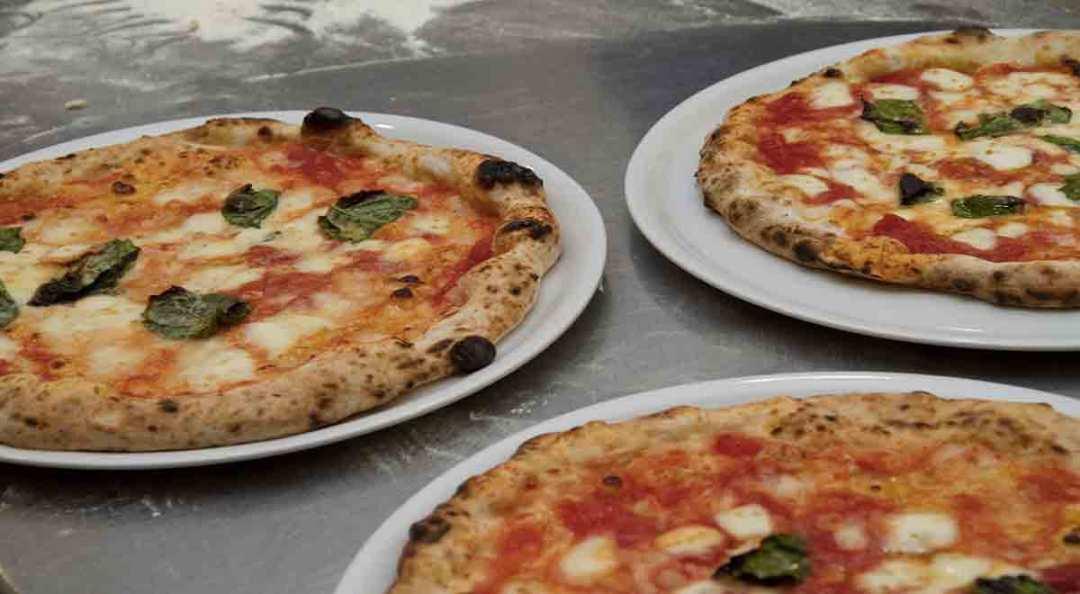 Cosa Mangiare a Napoli: La Pizza