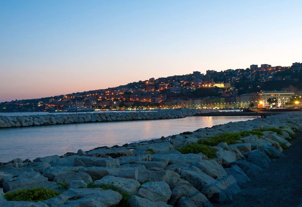 Lungomare di Napoli di Notte