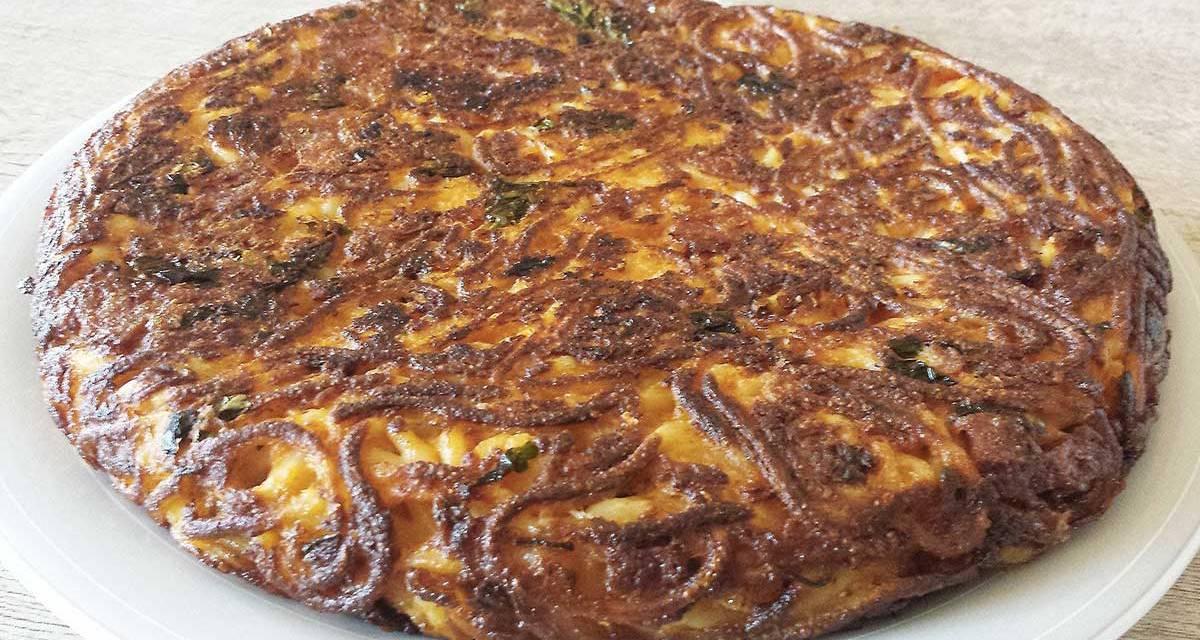 Frittata di maccheroni alla napoletana, piatto povero ma gustoso