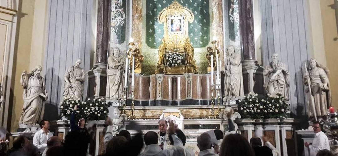 Basilica dell'Incoronata Madre del Buon Consiglio Altare