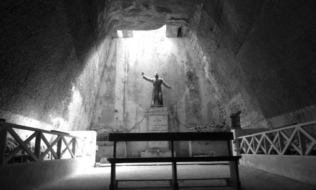 Il Cimitero delle Fontanelle di Napoli