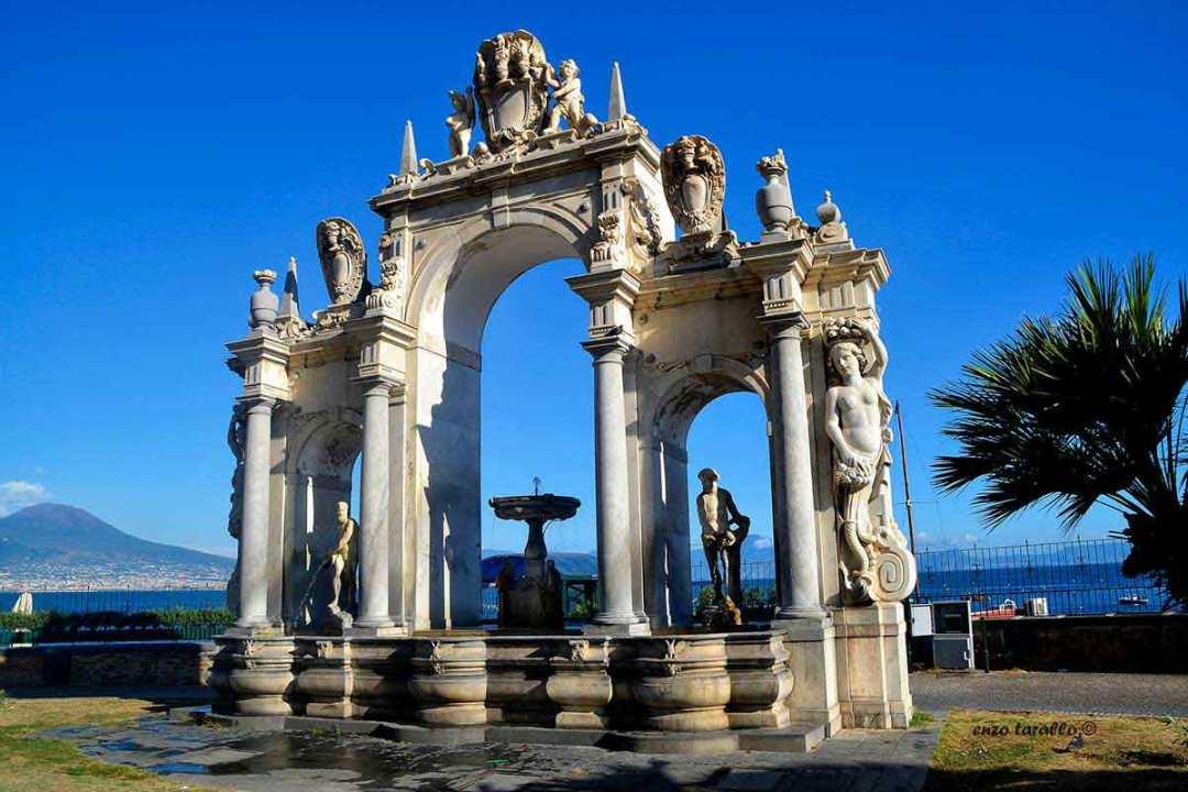 Fontana del Gigante o dell Immacolatella Napoli