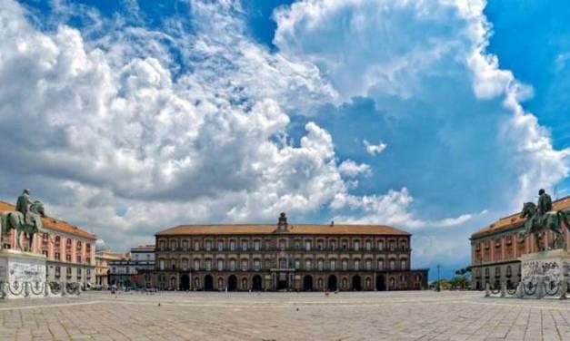 Piazza del Plebiscito di Napoli tra leggende e storie