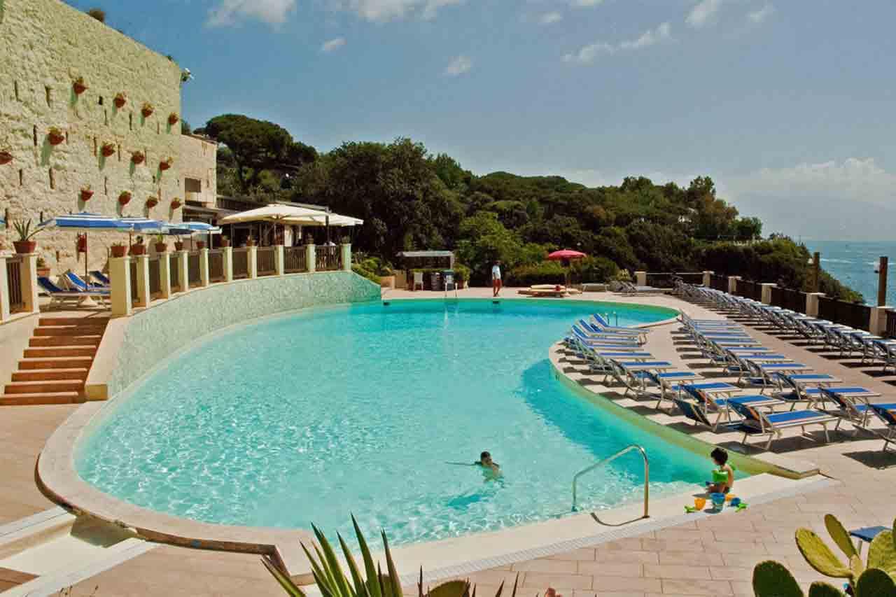 Napoli sei piscine allaperto per nuotare e abbronzarsi restando in citt