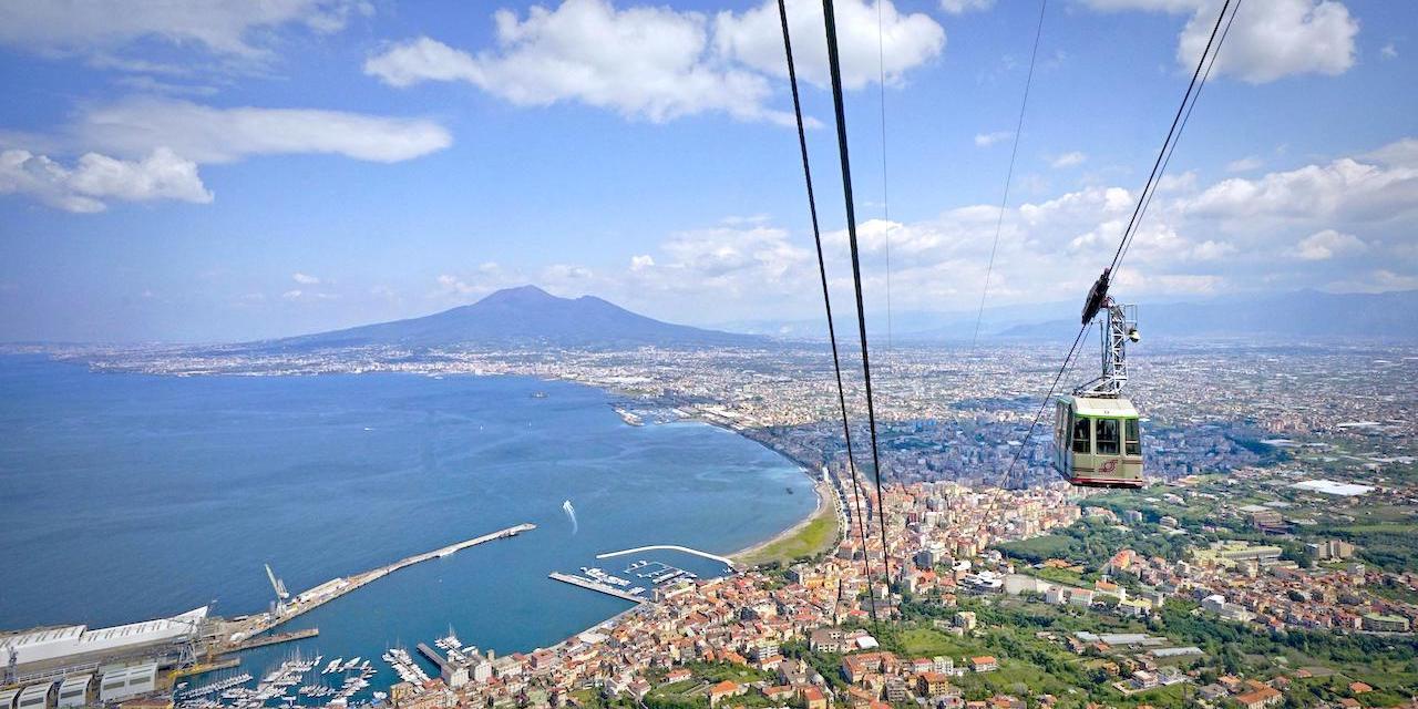 Castellammare di Stabia, una finestra sul Golfo di Napoli