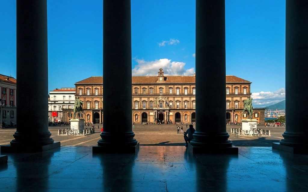 Le Statue dei Re di Napoli a Piazza Plebiscito