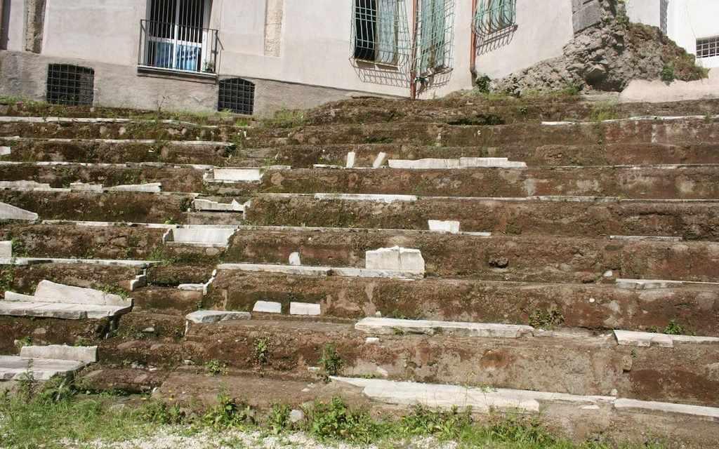 Napoli e il Teatro Romano dell'Anticaglia