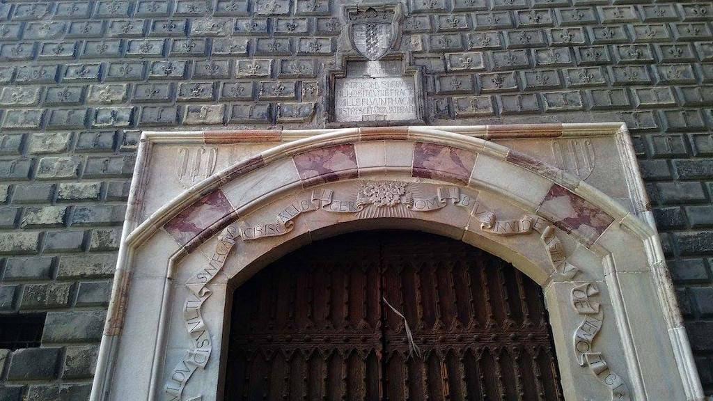 Palazzo Penne Napoli e la leggenda del diavolo