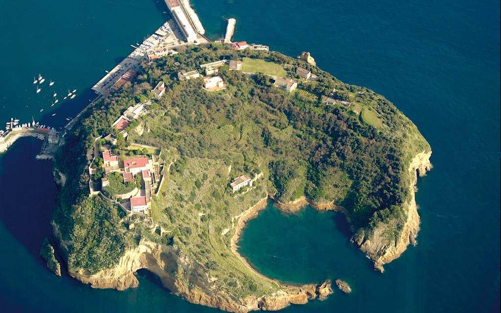 Parco Letterario di Nisida, l'Isola di Polifemo