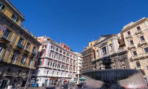 Piazza Trieste e Trento e la Fontana del carciofo