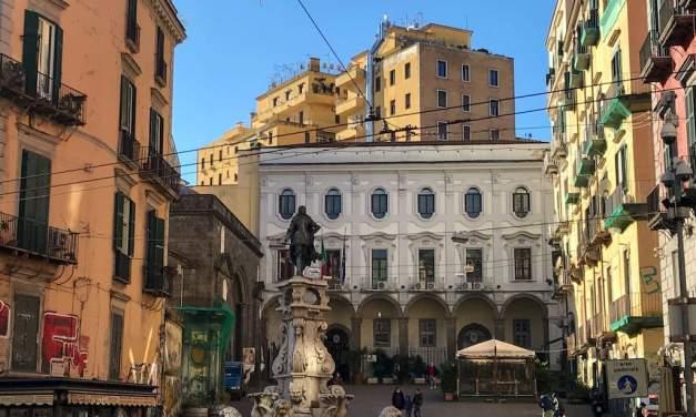Piazza Monteoliveto e la Fontana di re Carlo II Napoli