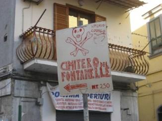 Cimitero Fontanelle, segnaletica fai da te1