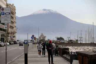 La neve imbianca il Vesuvio 1 (1)