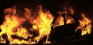 Benevento incendiata auto Mercedes Classe A