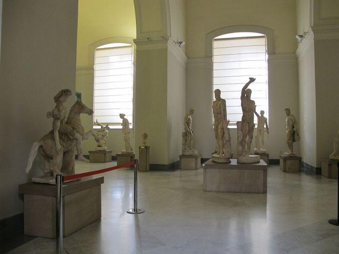 Napoli boom di turisti primo weekend estivo 2016, museo archeologico