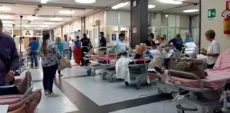 """Ospedali a Napoli in estate: anziani """"parcheggiati"""" e reparti accorpati"""