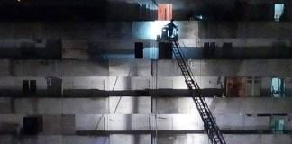 Incendio a Scampia: in fiamme un appartamento della vela celeste