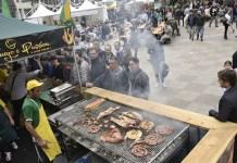 Napoli, novembre 2016: International Street Food al Centro Direzionale