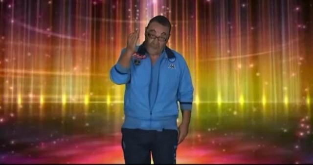 """""""Andiamo a Comandare"""", parodia di Lino D'Angiò nei panni di Mr Sarri"""