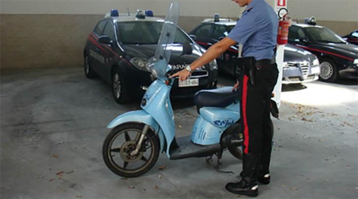 Soccavo, blitz della polizia: pistola e droga sotto il sellino di uno scooter