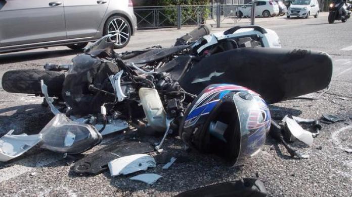 Incidente stradale a Ercolano: muore impattando contro una statua