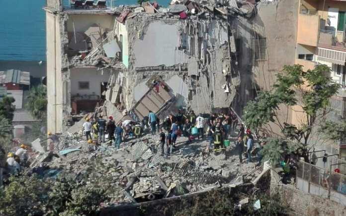 """Crollo Torre Annunziata, cause: ipotesi di """"superficialità umana"""""""