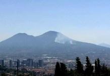 Campania, maxi incendio sul Vesuvio: dura da diverse ore
